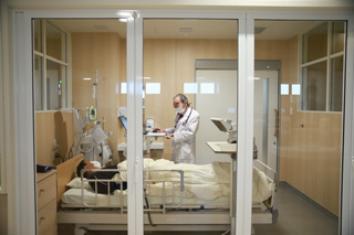 感染症対応個室を完備